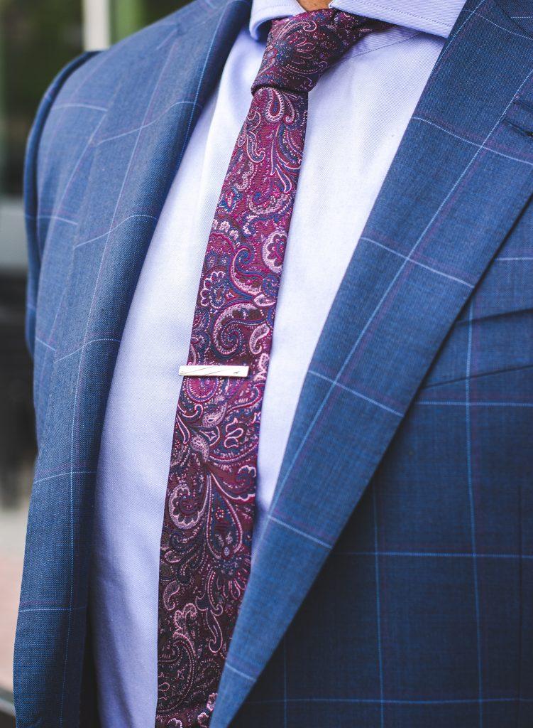 Como usar gravatas com estampa