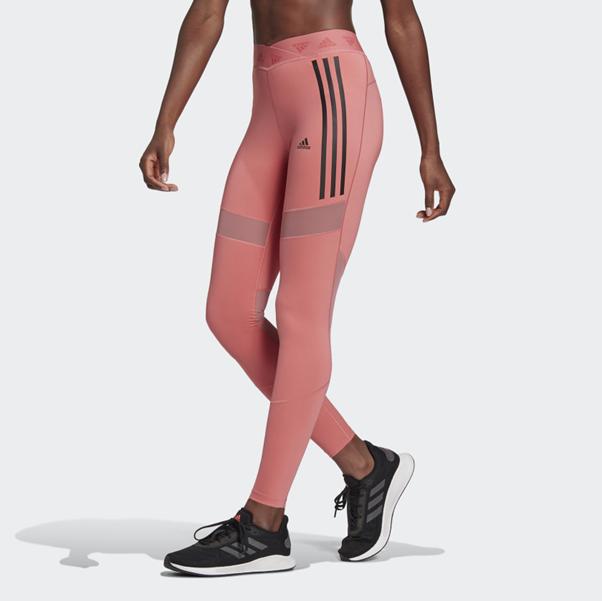 Calças Adidas VS Nike